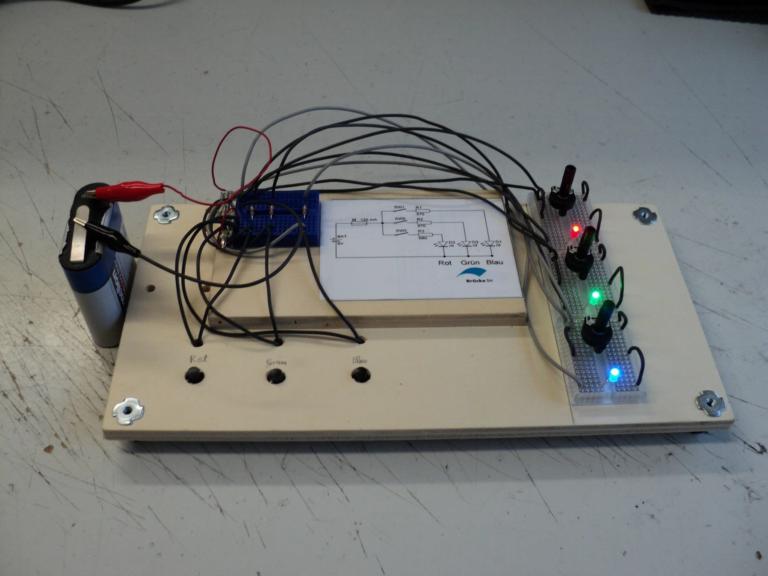 Additive-Farbmischung-mit-Helligkeitssteuerung